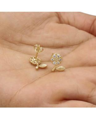 Brinco de Flor com Zircônias Cravejadas Folheado em Ouro 18K