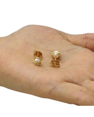 Brinco Pequeno de Pérola Detalhado com Fios Dourados Folheado em Ouro 18K